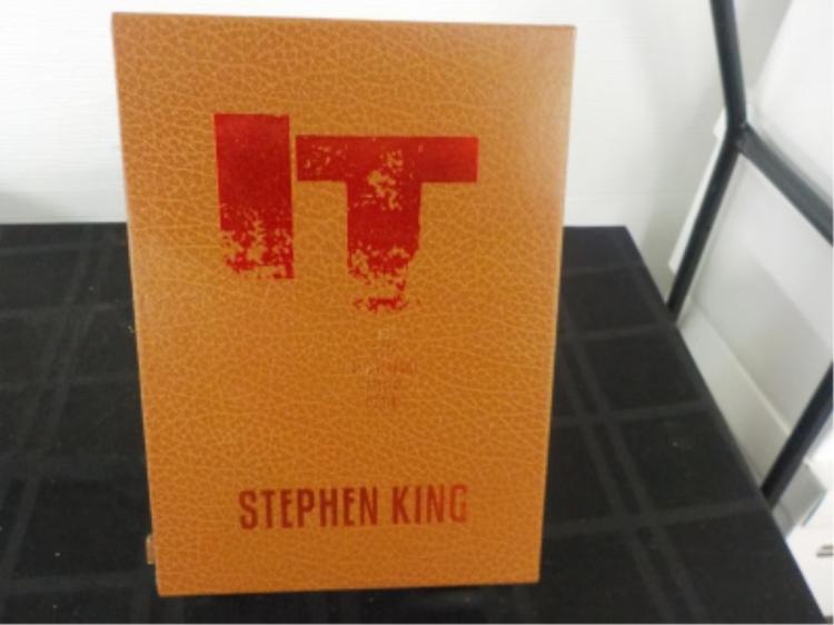 IT ~ Stephen King ~ 25th Anniversary Edition