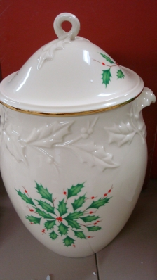 Lenox Holiday Cookie Jar in Box