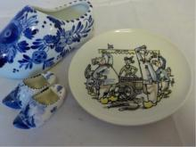 Delft Shoes 1 Large 2 Small & Cartoon Plate