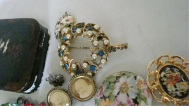 Misc Lot Jewelry, Pins, Lockets