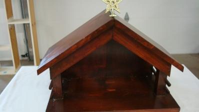 Large Wooden Creche 19x11x19