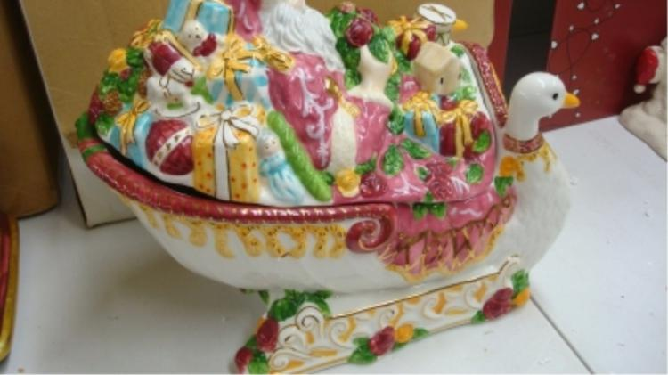 Royal Albert Santa in Sleigh Tureen Seasons/Colour
