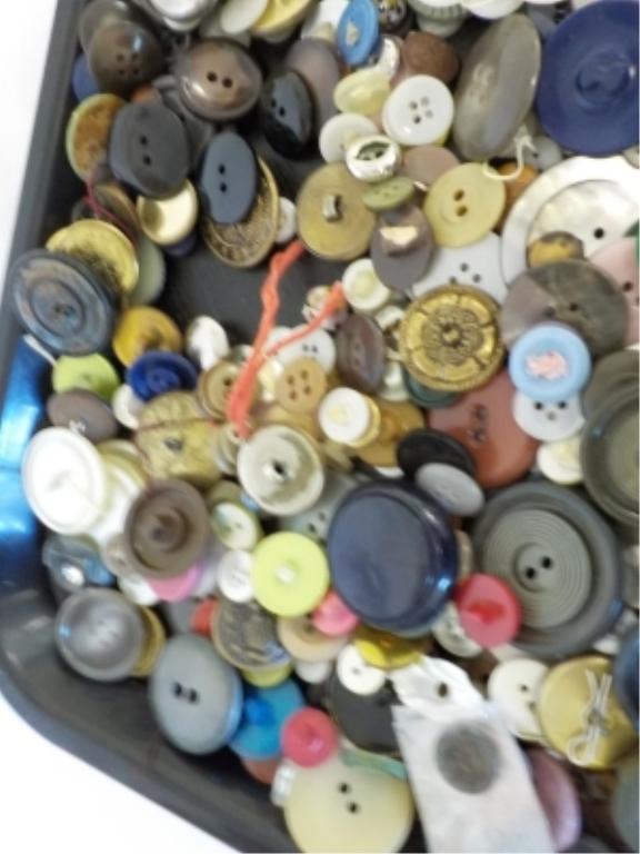 ~24 oz Misc Vintage Household Buttons - loose