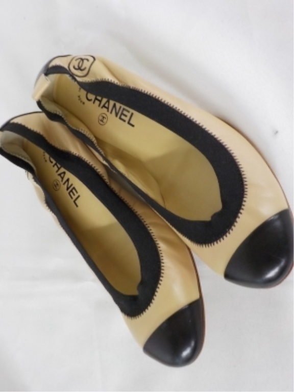 Coco Chanel Nude & Black Leather Shoes 37 1/2