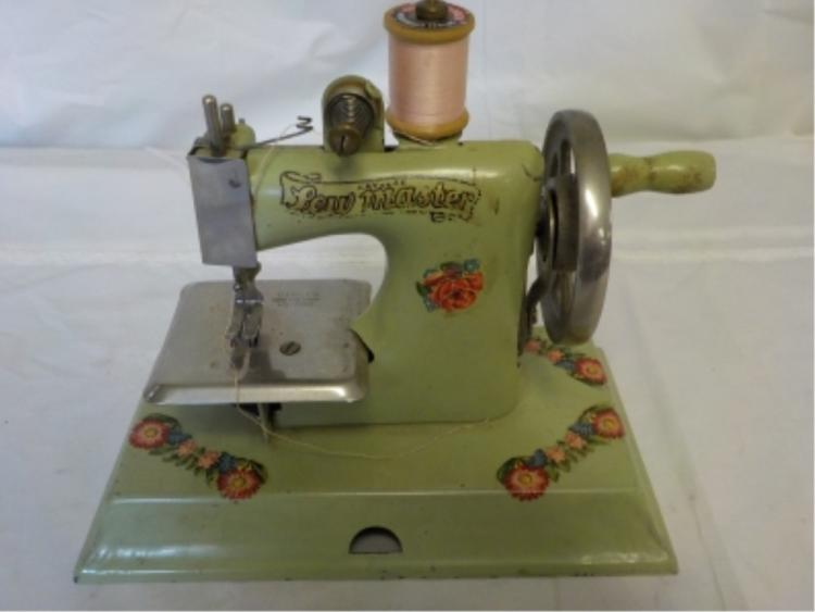 KAYanEE Miniature Sewing Machine 1940-50's