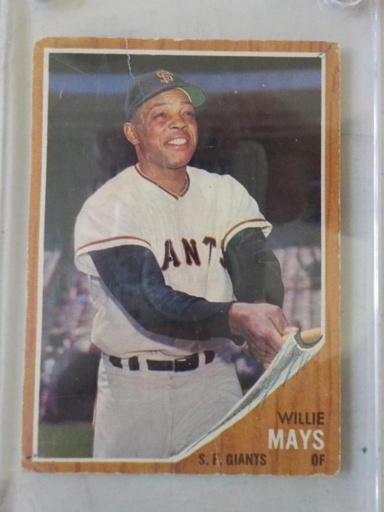 1962 TOPPS Willie Mays Baseball Card #300