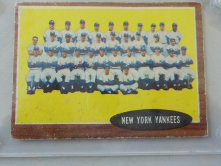 1962 TOPPS Yankees Baseball Team Card #251