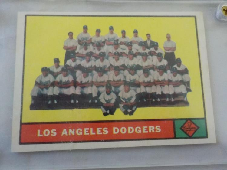 1961 TOPPS Los Angeles Dodgers Team Card #86