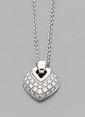 BULGARI Pendentif caeur stylisé  bombé pavé de diamants et sa chaîne. Signé. Longueur de la chaine : 40 cm environ. Poids : 12,3 g. A diamond and 18K gold pendant and its chain by Bulgari.