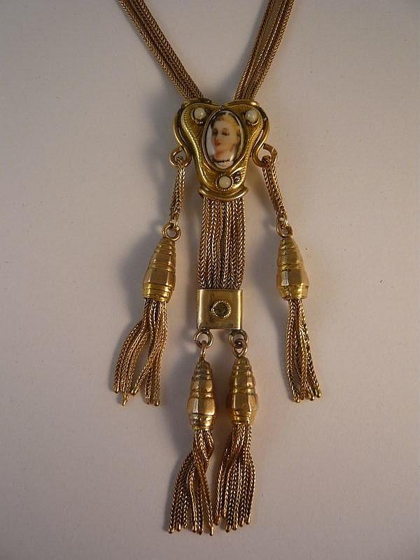 Long collier de chaînes d'or jaune