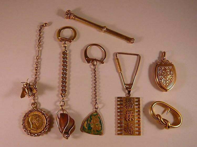 Ensemble de neuf bijoux en or jaune