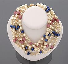 CELINE Important collier tour de cou en six rangs de perles d'imitation alternées de perles bleues et de perles roses.    Non signé
