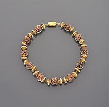 CELINE Ravissant collier en métal doré, perles de verre de Murano mordorées et noires, chacune encadrées de deux viroles en métal doré pavées de strass.    Signé
