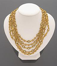 Collier draperie à cinq rangs de métal doré, piqué de strass    (manque)