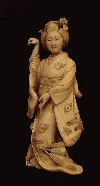 CHINE - Dame de la Cour aux trois étandards