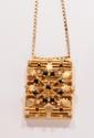 Pendentif porte photo en or jaune, ajouré et orné d'une étoile de saphirs sur fond de petits diamants ronds. Accompagné de sa chaîne d'or jaune. Longueur de la chaîne : 69 cm environ. Poids : 32,4 g. A diamond, sapphire and 18K gold pendant and its