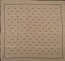 CHANEL        Carré en soie imprimée, à motif de points noirs sur un fond beige.