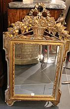 Glace en bois doré  Style Louis XVI