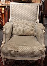 Paire de fauteuils en bois laqué  Epoque Louis XVI (Fin XVIIIème siècle)