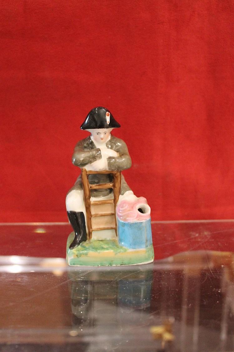 Encrier en porcelaine repr sentant napol on assis sur une ch for Assis sur une chaise