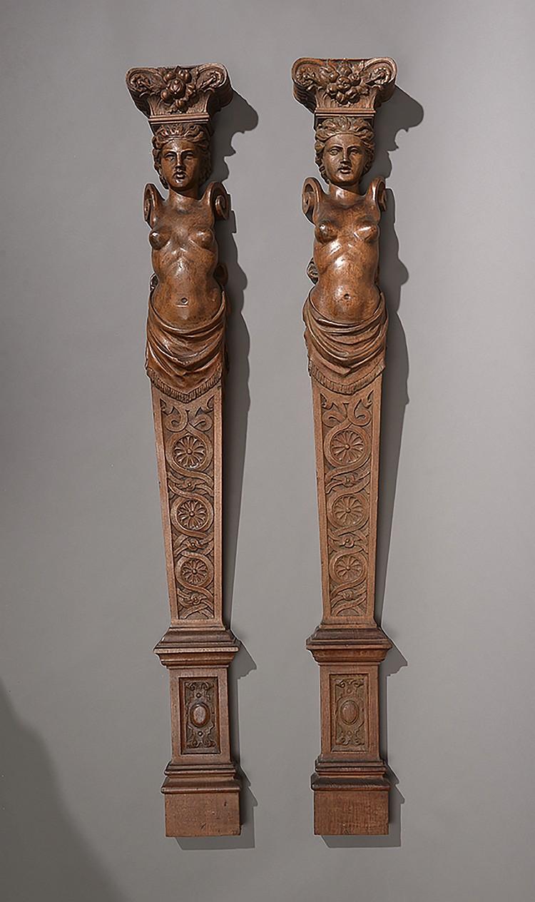Paire de termes d' applique en bois sculpté