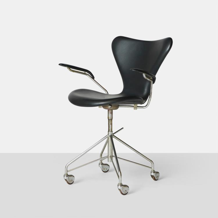 Arne Jacobsen, Series 7 Office Chair with Arms