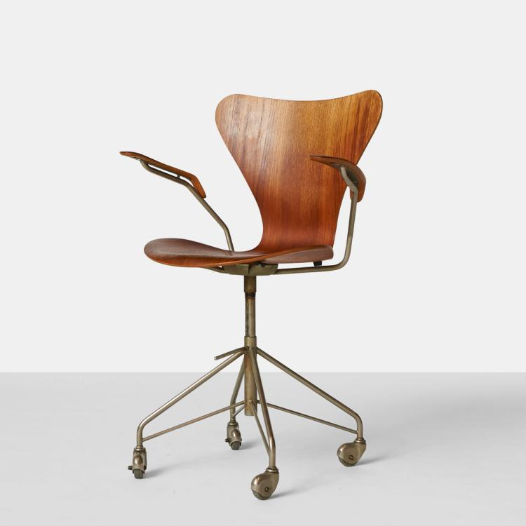 Arne Jacobsen, Early Series 7 Office Chair with Arms