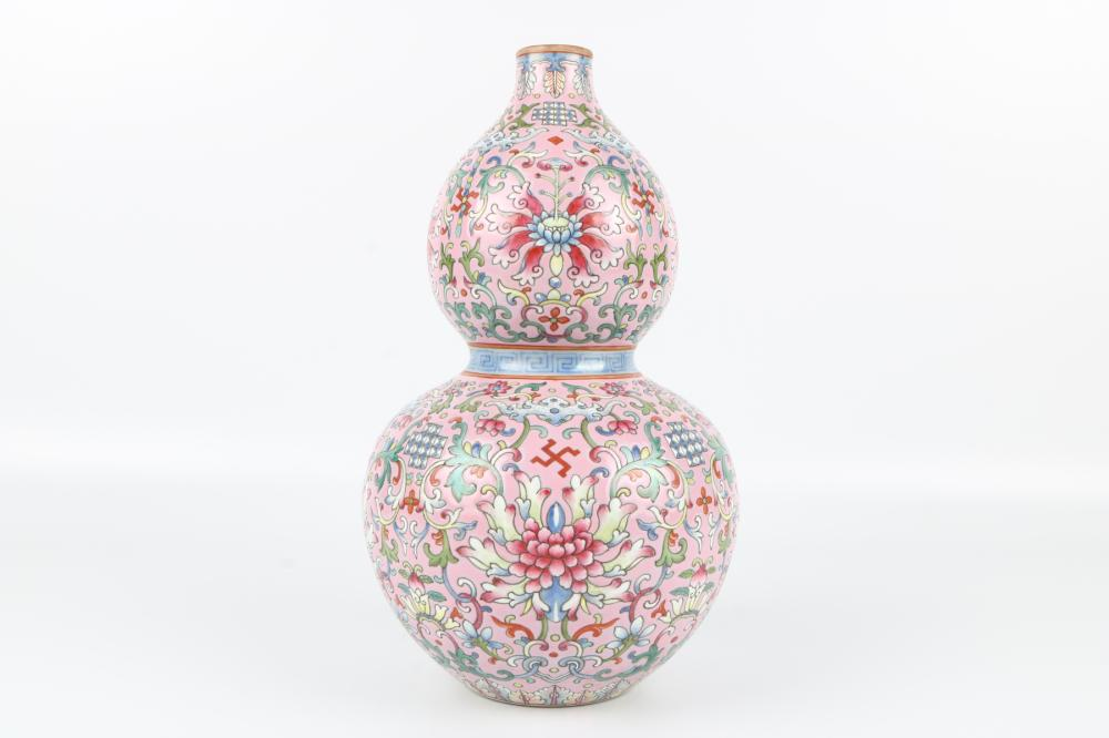 Famille rose groud bottle