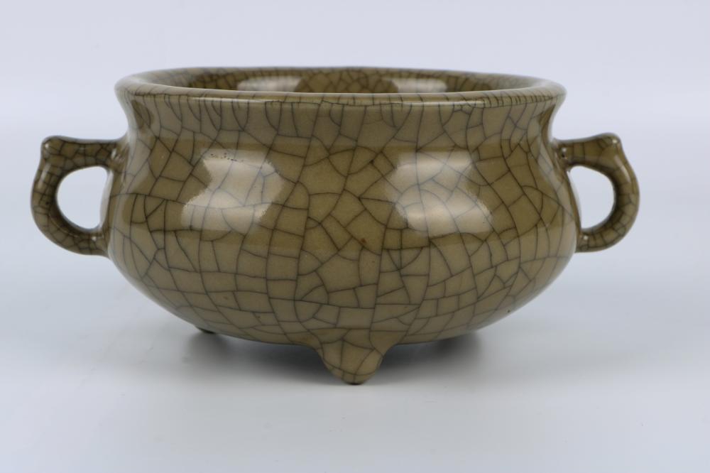 Qing Dynasty Ge Glaze Incense Burner