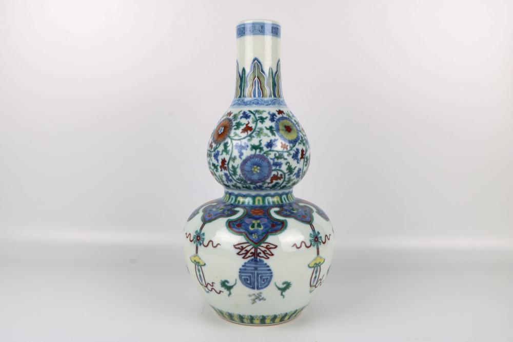 Qing Dynasty Famille Rose Gourd Bottle