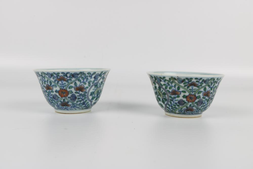 Pair famille rose cups