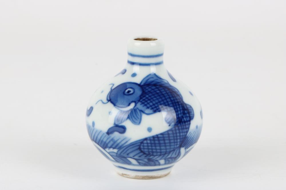 Celadon pattern snuff bottle