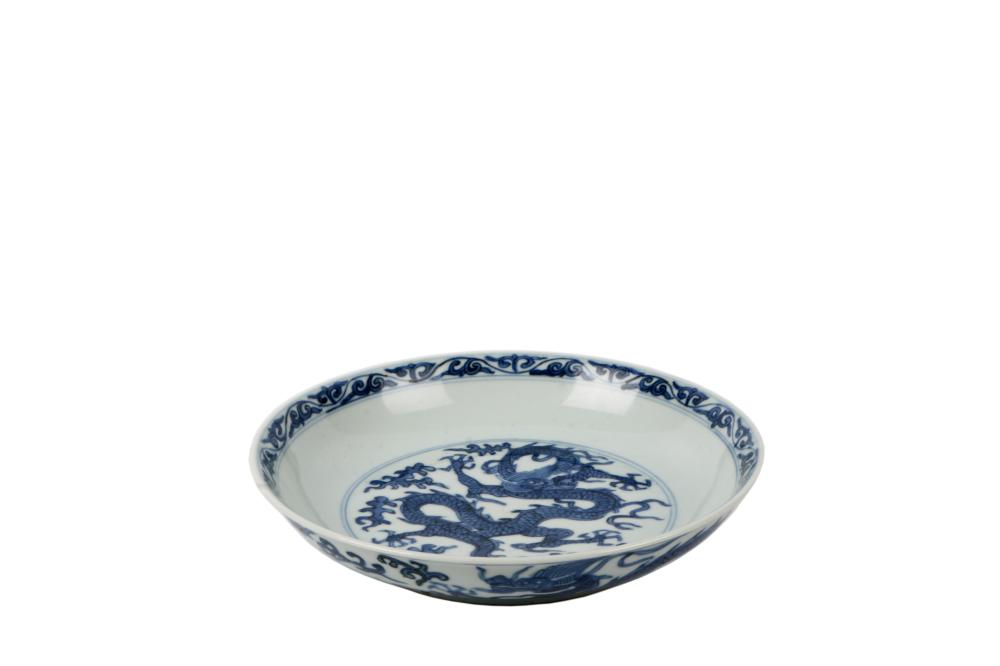 Ming Wanli blue and white dragon disk plate