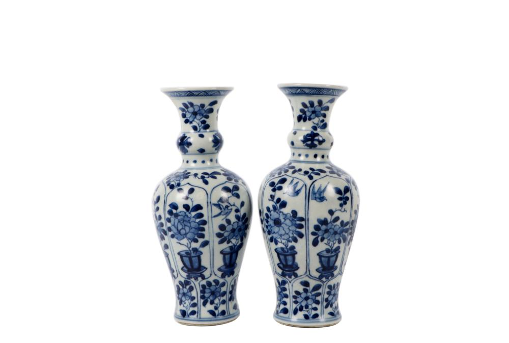 Qing Kangxi blue and white flower bottle