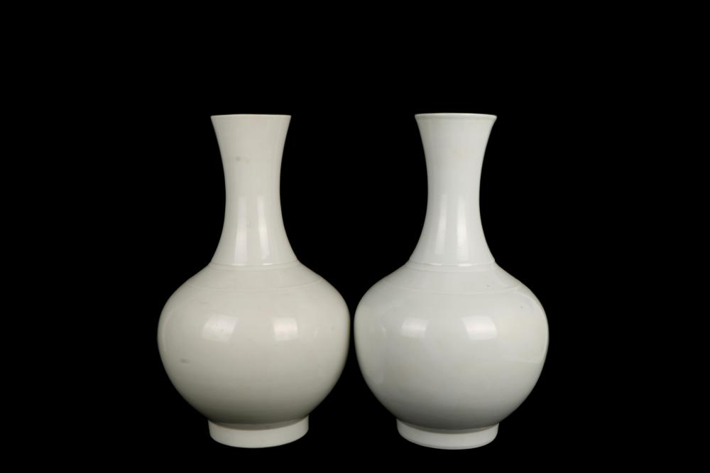 ROC time white glazed Porcelain Vase a pair