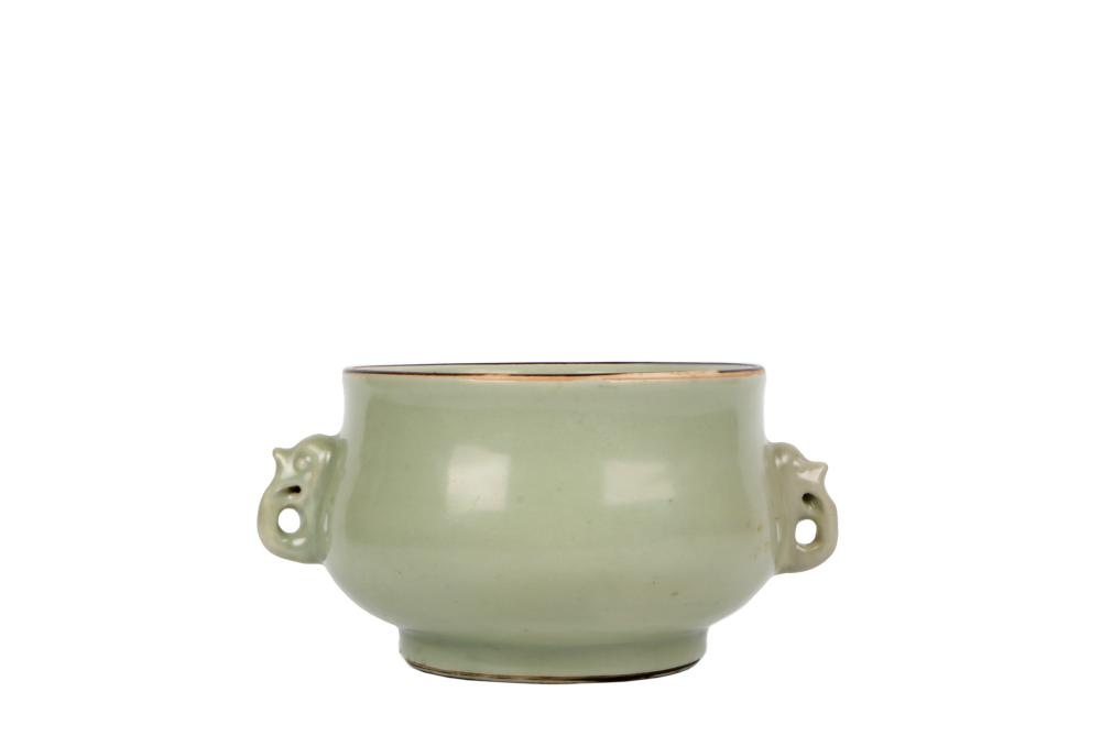 Early Qing light green glazed porcelain binaural furnace