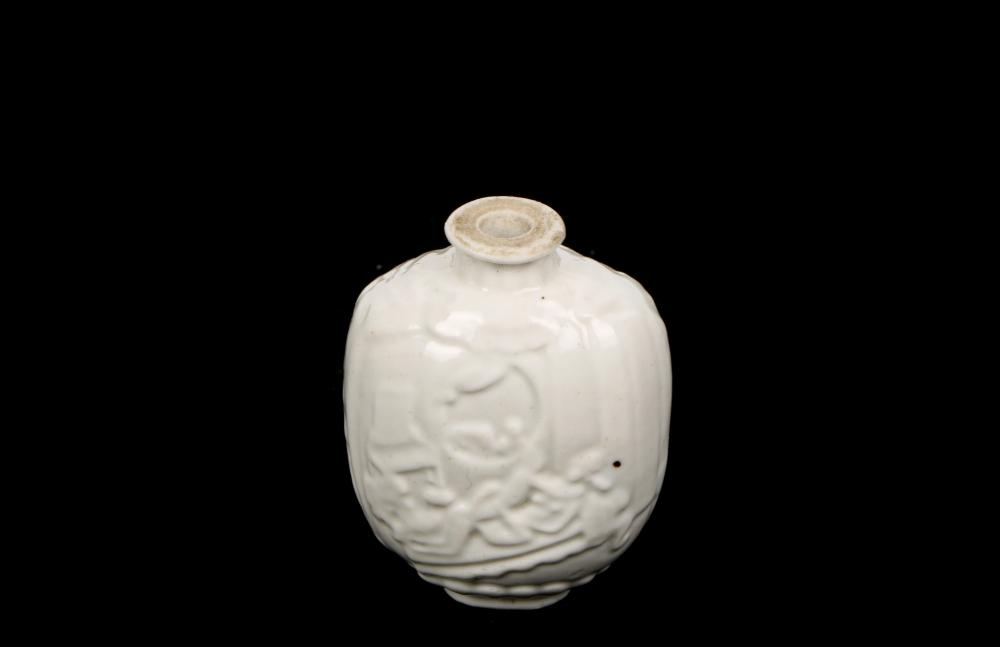 White glazed with adult Loving snuff bottle