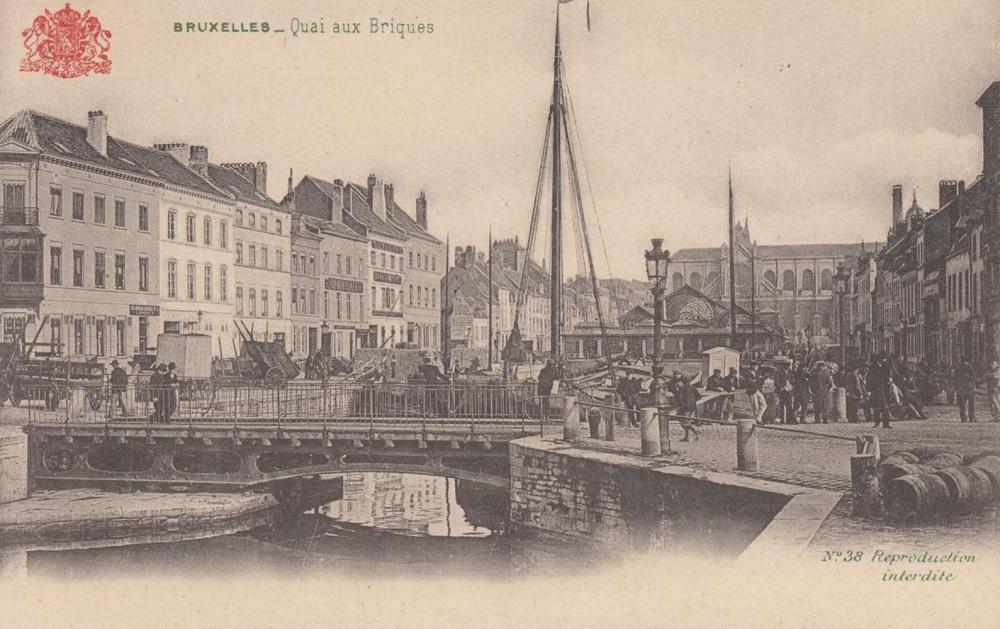 BRUXELLES. Environ 320 cartes postales éditées par le «