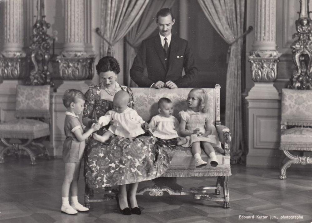 FAMILLE GRAND-DUCALE. Ensemble 70 cartes postales, semi