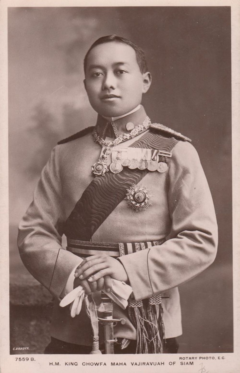 FAMILLES ROYALES SIAM. H. M. King Chowfa Maha Vajiravua