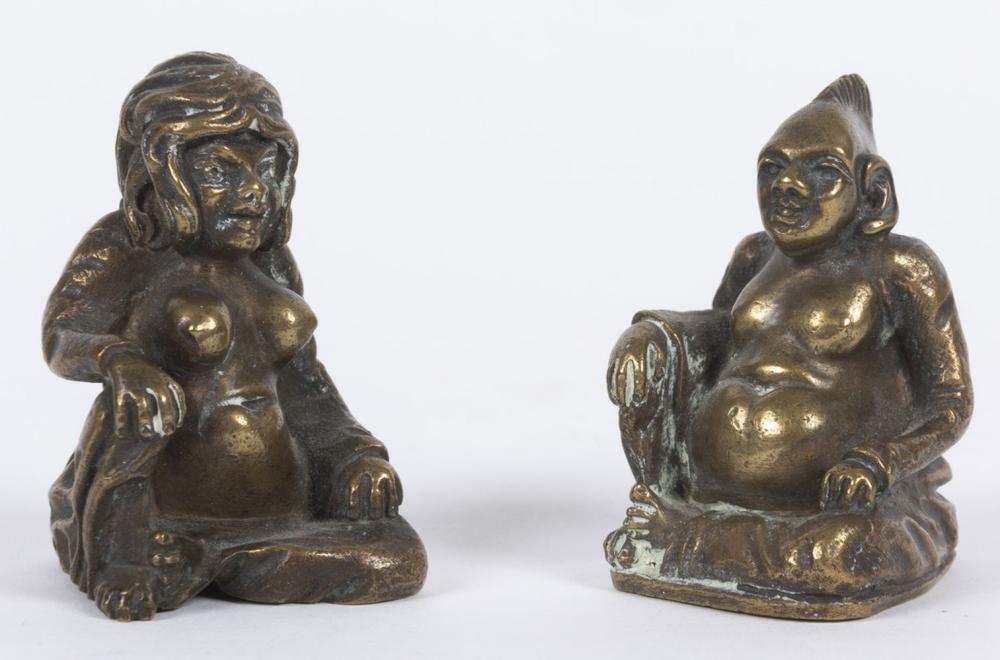 COUPLE «DE L'ENFER». 2 petites statuettes asiatiques ér