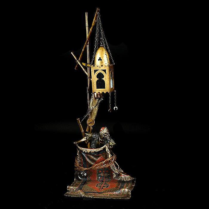 Franz Bergman. Origen austriaco. Ca. 1900. Lámpara de mesa. Elaborada en bronce patinado y policromado en frío.