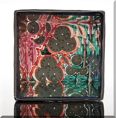 Firmado Feliciano Bejar. Caja magiscopia, 1999. 12 x 12 x 15 cm.
