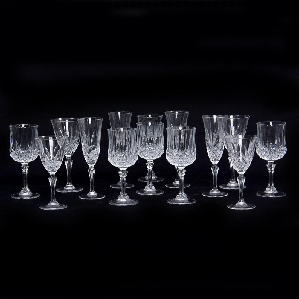 Juego de 42 copas siglo xx elaboradas en cristal cortado d for Copas de cristal