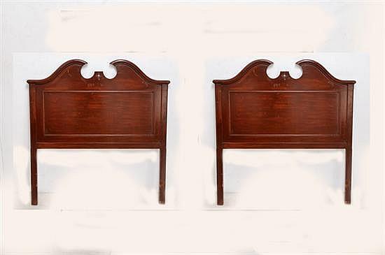 Par de cabeceras para cama individual elaboradas en madera for Cama individual madera