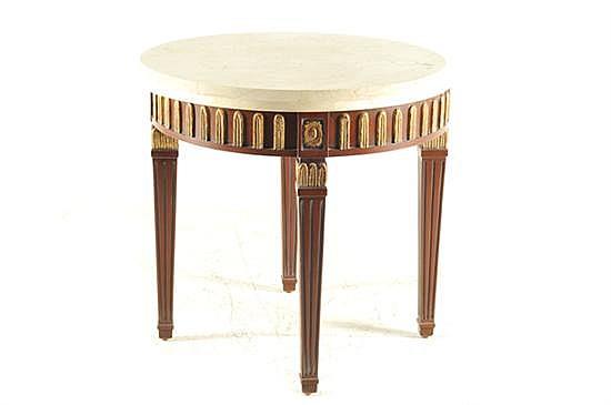 Mesa de centro. Estilo Neoclásico. Madera tallada con cubierta circular de mármol. Decoración dorada con florones y motivos vegetales.