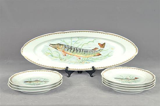 Platos decorativos. Origen francés. Marca Ligne Limose. En porcelana, acabado brillante. Platón oval alargado y 7 platos. 8 pz.