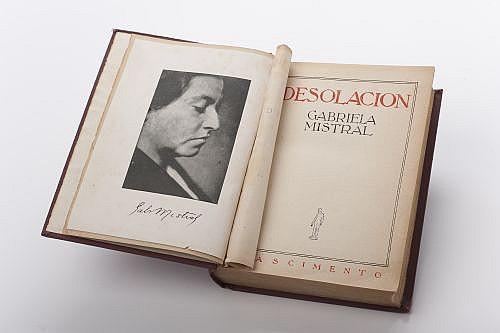 Mistral, Gabriela. Desolación. Santiago de Chile: Nascimiento, 1923. 8o. marquilla, 355 p. Retrato de la autora. Segunda edición.