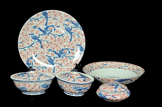 Five Chinese Porcelain dishes. Includes: Platon, salad bowl, 2 vegetable dishes and candy with cap.