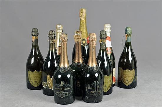 Lote de Champagne. Diferentes marcas. Consta de: a) Cuvée Dom Perignon. Vintage 1966, 1970 y 1973 (2). Otros. Piezas: 10